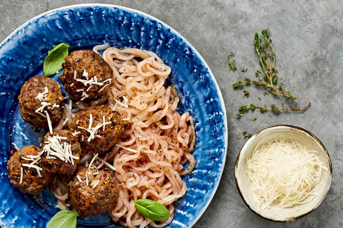 Hackbällchen mit Chia und Low Carb Pasta