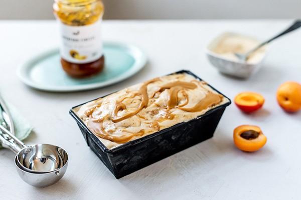 Peanut Butter Nicecream mit Lucuma-Baobab-Swirl