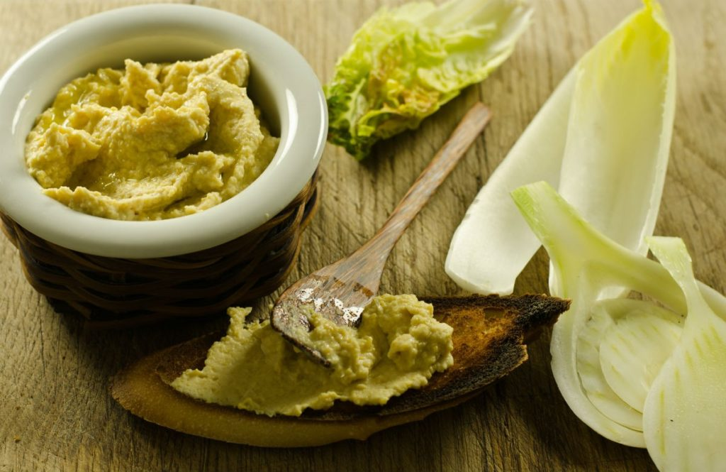 Chicorée mit Edamame Hummus
